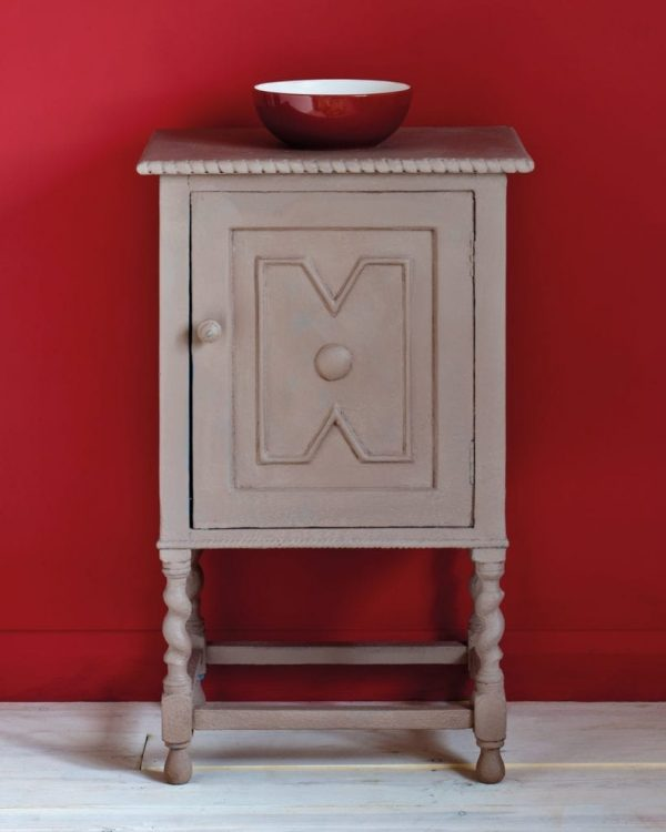Coco-side-table-Emperors-Silk-Wall-Paint