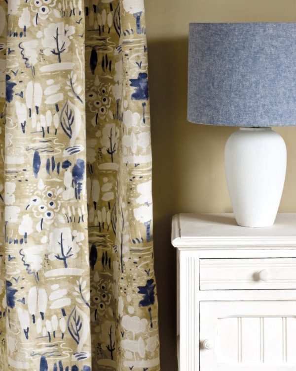 Original-side-table-Dulcet-in-Versailles-curtain-Linen-Union-in-Old-Violet-Old-White-lampshade