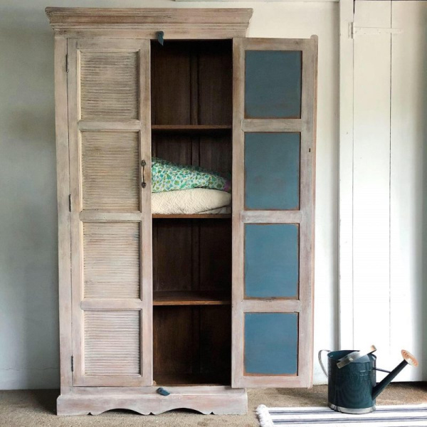 blue-and-white-wash-linen-cupboard-