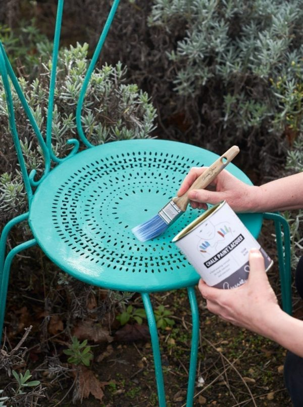 Chalk-Paint-Lacquer-by-Annie-Sloan-being-used-on-a-outdoor-chair-painted-in-Florence-